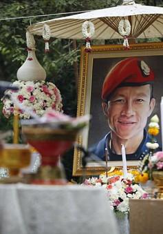 Hàng trăm người dự tang lễ của thợ lặn thiệt mạng khi giải cứu đội bóng Thái Lan