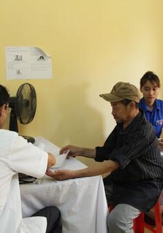 Đội Sinh viên tình nguyện Đồng hương Hải Dương trao hơn 100 suất thuốc trong chương trình Ngày hội y tế 2018
