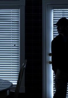 Trộm đột nhập vào nhà lúc nửa đêm để... xin pass Wi-Fi