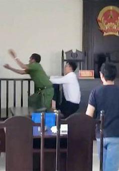 TP.HCM: Tạm giữ 2 đối tượng hành hung kiểm sát viên và phóng viên tại tòa