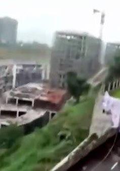 Đường ở Tứ Xuyên, Trung Quốc nứt làm đôi