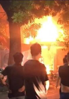 Hà Nội: Cháy lớn sau tiếng nổ ở quán bia, thực khách chạy tán loạn