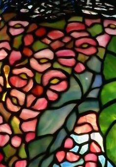 Độc đáo bộ sưu tập kính màu từ 250.000 mảnh vỡ