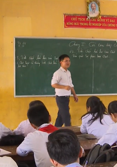 Học sinh vùng ngập huyện Chương Mỹ (Hà Nội) gặp nhiều khó khăn ngày trở lại trường