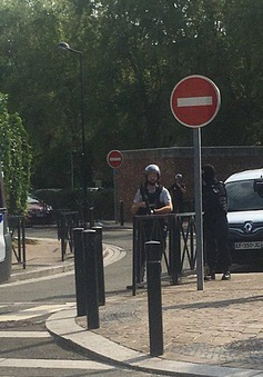 Tấn công bằng dao ở Paris, thủ phạm bị bắn chết