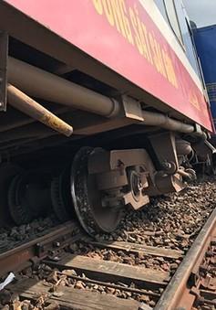 Thông tuyến trở lại tuyến đường sắt Bắc - Nam sau vụ tàu hỏa SE7 trật bánh