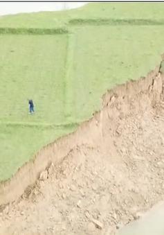 Sạt lở đất canh tác do khai thác cát trái phép