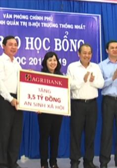 Tặng học bổng cho học sinh nghèo Tây Ninh