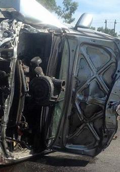 Thừa Thiên Huế: Ôtô đâm vào dải phân cách làm 3 người bị thương