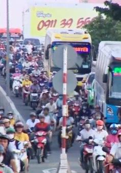 Hàng nghìn người đổ về quê nghỉ lễ 2/9, bến xe Miền Đông kẹt cứng