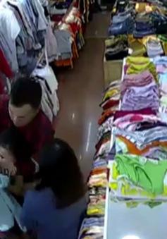 Đắk Lắk: Truy bắt đôi nam nữ xông vào shop quần áo cố sát nữ nhân viên bán hàng