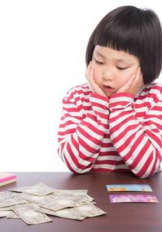 Cha mẹ có nên dạy con tiếp xúc với tiền từ sớm không?