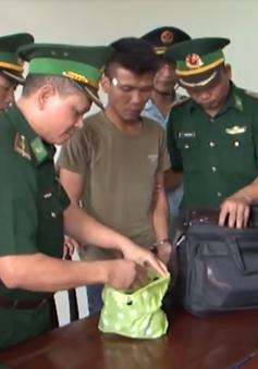 Bắt đối tượng vận chuyển ma túy đi xe biển số Lào