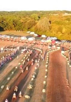 43 đội tham gia giải đua máy cắt cỏ đường trường ở Anh