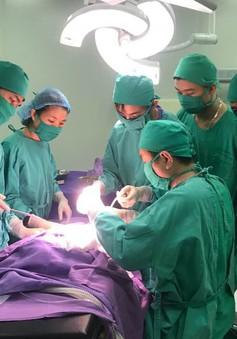 Phẫu thuật cấp cứu mở sọ lấy máu tụ ngoài màng cứng cho bé trai 2 tuổi