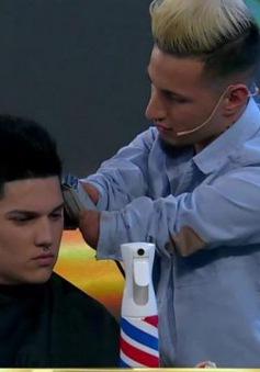 Người thợ cắt tóc không tay ở Argentina