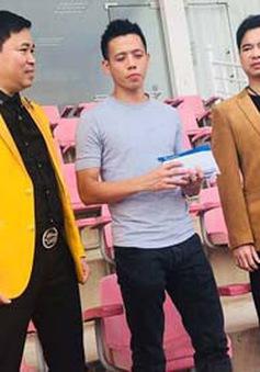 Dàn cầu thủ ĐT Olympic Việt Nam tặng 250 triệu đồng cho ĐT nữ Việt Nam