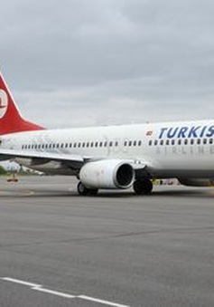 Máy bay hạ cánh khẩn cấp tại Romania vì khách mắc bệnh thương hàn