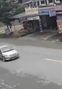 Tai nạn do dừng xe đột ngột, không bật đèn tín hiệu