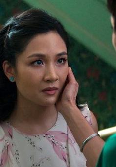 Crazy Rich Asians giữ vững vị trí phim ăn khách nhất