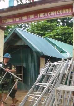 Bộ đội giúp dân vùng lũ Nghệ An