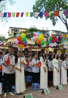 Học sinh trường THPT Kim Liên rạng rỡ trong buổi lễ khai giảng