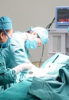Người đàn ông bụng ngày mỗi to do khối u khổng lồ chiếm trọn ổ bụng