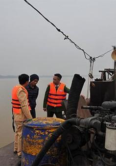Hà Nội: Bắt giữ 4 tàu hút cát trái phép trên sông Hồng