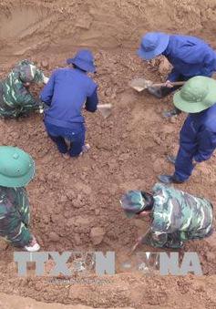 Cất bốc hài cốt và di vật của các liệt sỹ tìm thấy tại thị xã Quảng Trị