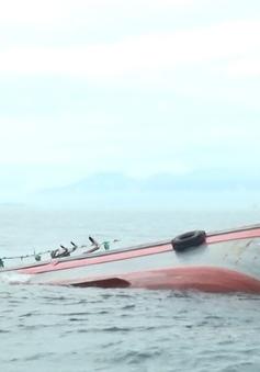 Tàu hàng đâm chìm tàu cá, 15 ngư dân được cứu sống