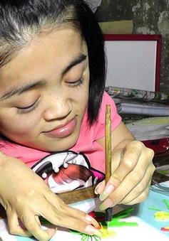 Niềm đam mê làm thiệp cuốn giấy nổi của cô gái xương thủy tinh
