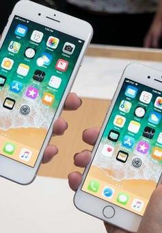 Lượng người ở Hà Nội đổi pin cho iPhone tăng đột biến