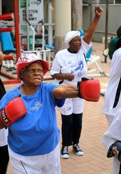 Những cụ bà mê... boxing tại Nam Phi