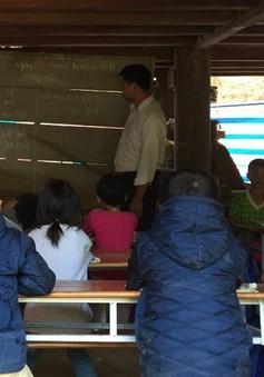 Thanh Hóa: Sau 3 tháng mưa lũ, học sinh vẫn phải học dưới gầm nhà sàn