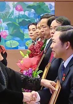 Chủ tịch Quốc hội trao Huy hiệu 40, 30 năm tuổi Đảng