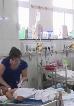 Sức khỏe 3 bé nghi bị cha ruột đầu độc ở Hậu Giang đã ổn định