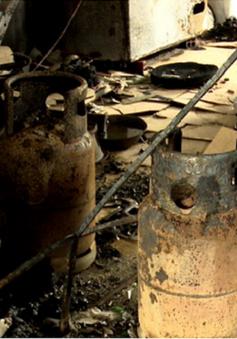 Nổ bình gas thiêu rụi 3 căn nhà ở Đồng Tháp