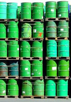 Giá dầu tiến sát mức 70 USD/thùng lần đầu tiên kể từ năm 2014