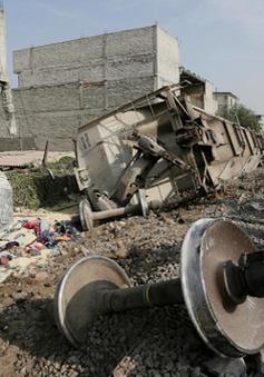 Tàu trật bánh ở Mexico, ít nhất 5 người thiệt mạng