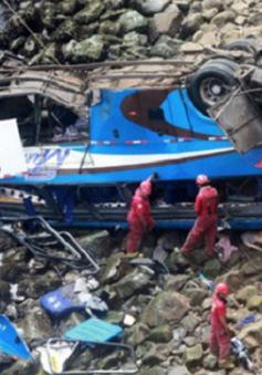 Peru: Xe bus va chạm với xe tải lao xuống vực, ít nhất 36 người thiệt mạng