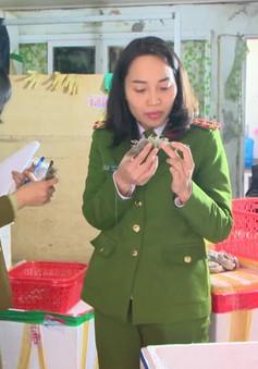 Hà Nội: Phát hiện cơ sở bơm tạp chất vào tôm