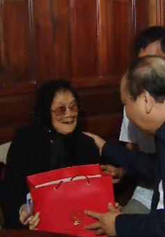 Thủ tướng thăm và trao quà Tết cho người nghèo ở Phú Yên