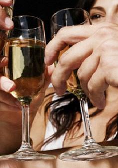 Số người trẻ tuổi ở Mỹ mắc bệnh do rượu tăng cao