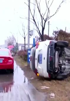 Trung Quốc: Ô tô lấn làn đâm xe bus, 4 người bị thương