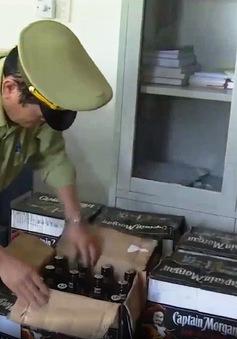 Đà Nẵng: Phát hiện số lượng lớn rượu lậu bên trong xe chở phế liệu