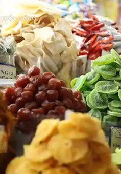 Cách chọn mua mứt Tết, bánh kẹo, hạt dưa ngon và an toàn