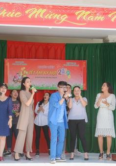Trịnh Kim Chi, Long Nhật và dàn nghệ sĩ trao quà Tết cho bà con nghèo nhân dịp Tết Kỷ Hợi