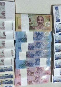 Phí đổi tiền lẻ tăng chóng mặt dịp cận Tết