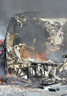 Xe tải đâm xe bus tại Brazil, hàng chục người thương vong