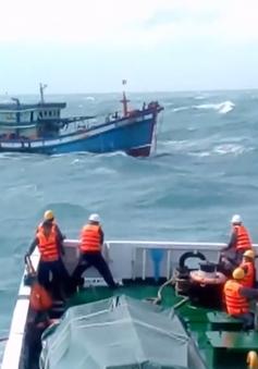 Cứu hộ thành công tàu cá cùng 8 ngư dân trôi dạt trên biển Bạc Liêu
